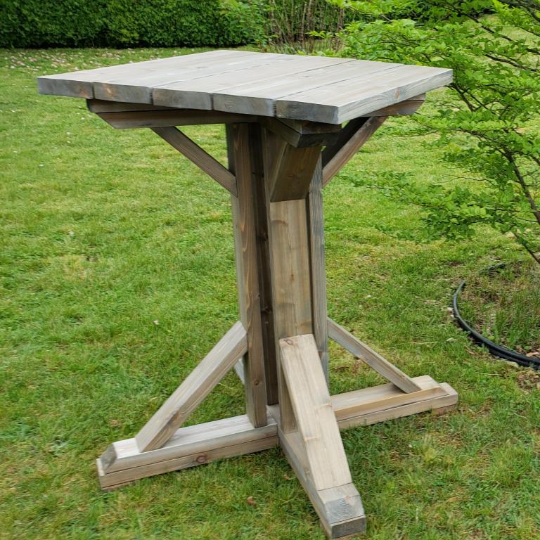 Pedestal square pic